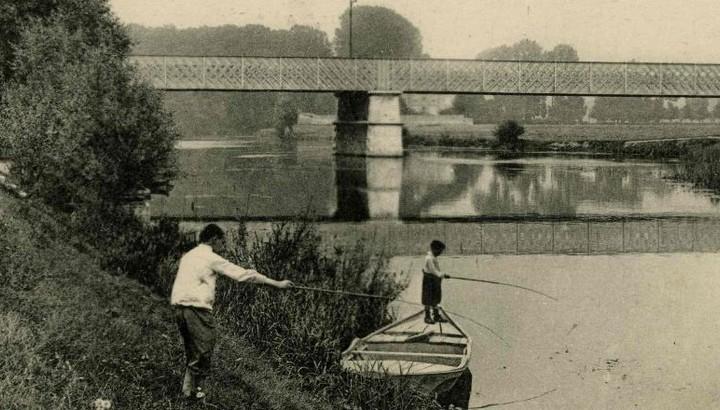 Enfnats jouant en bord de Marne début du 19e siecle