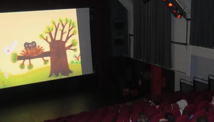 Séance de cinéma à la salle Gérard-Philipe