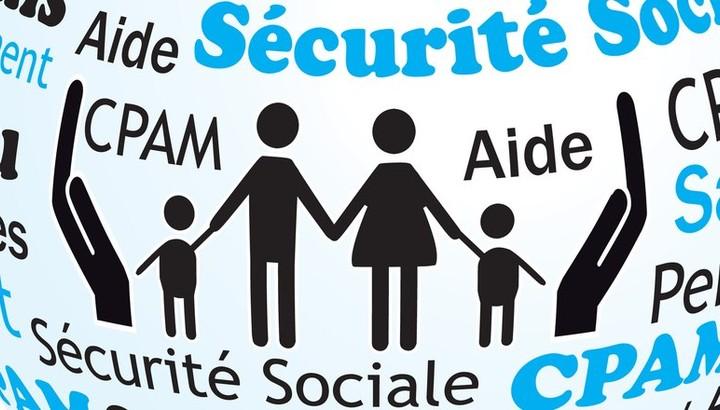 mains encadrant une famille - aide sociale