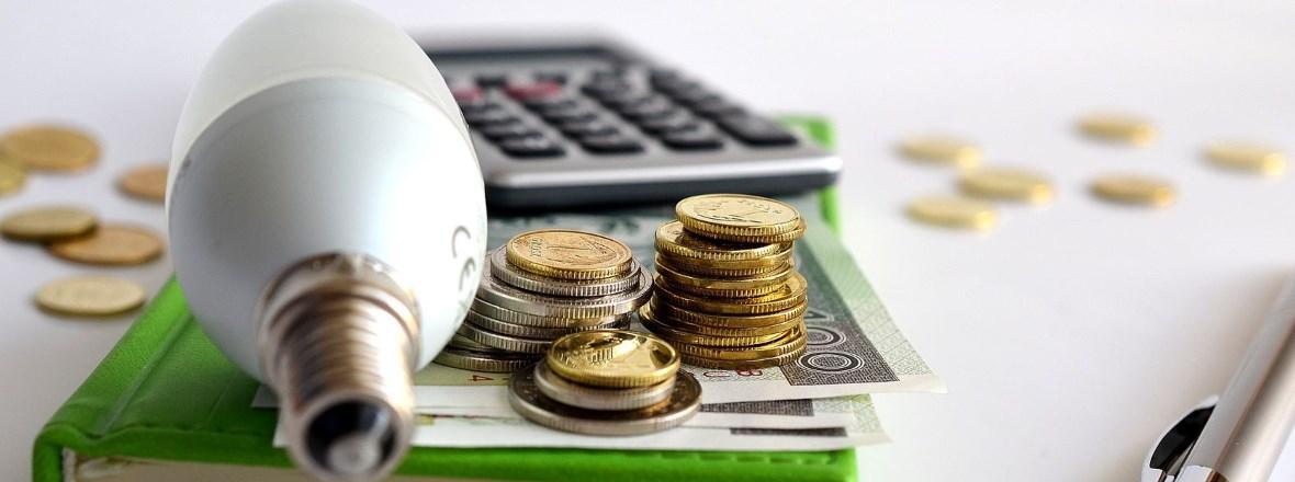 Ampoule avec billets et pièces de monnaie