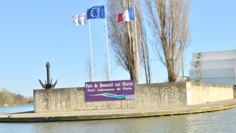 Panneau d'entrée du port de Bonneuil