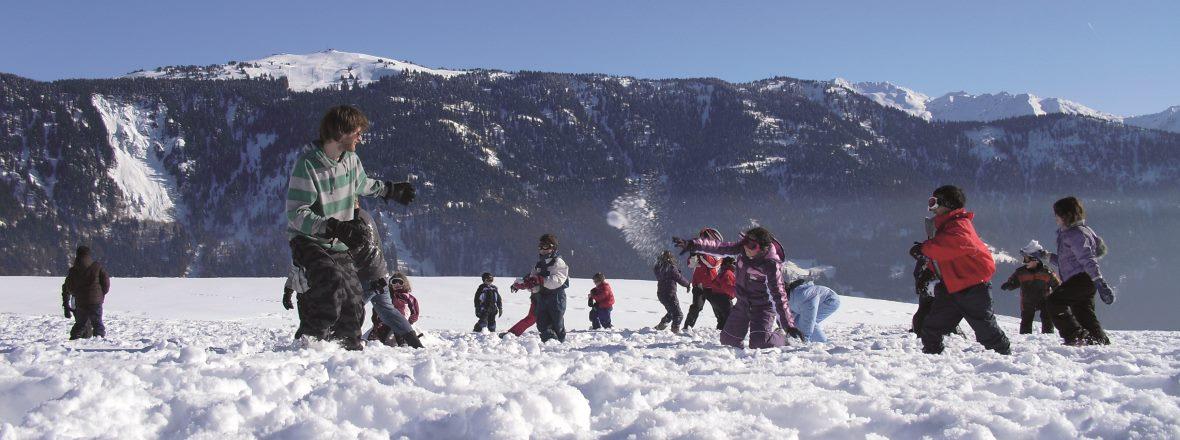 Bataille de neige en séjours enfance