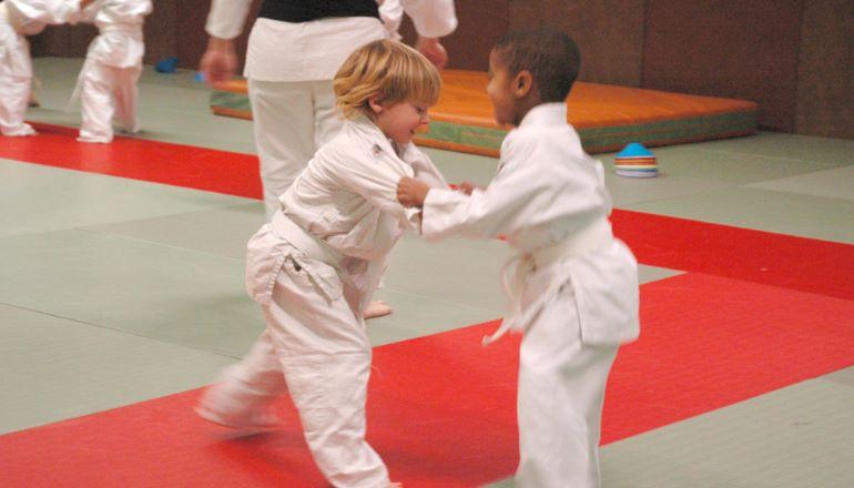 enfants pratiquant du judo